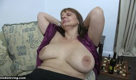Ravishing fat MILF bares her breasts on camera