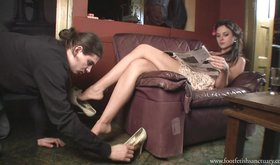 Leggy chick forces her slave to sniff her stinky shoes