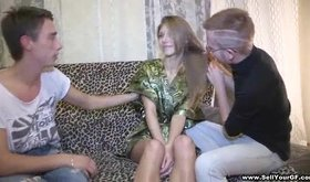 Sofa gf porn where vixen indulges in wild threesome
